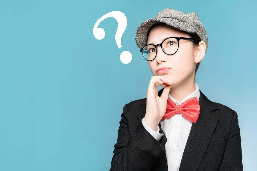 疑問を持っている女性の写真